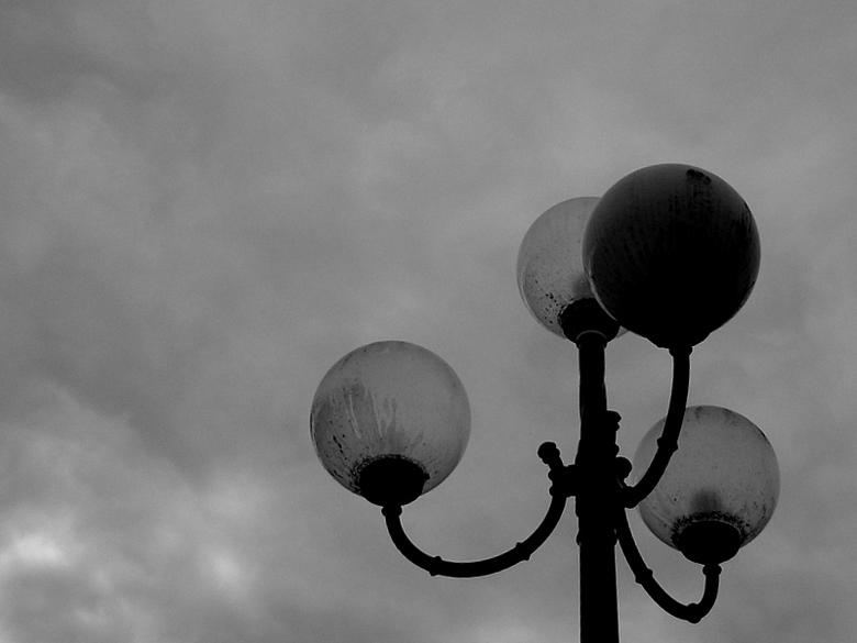 en toen was er licht... - lampen in zw/w
