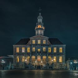 Gemeentehuis van Maastricht in de avond