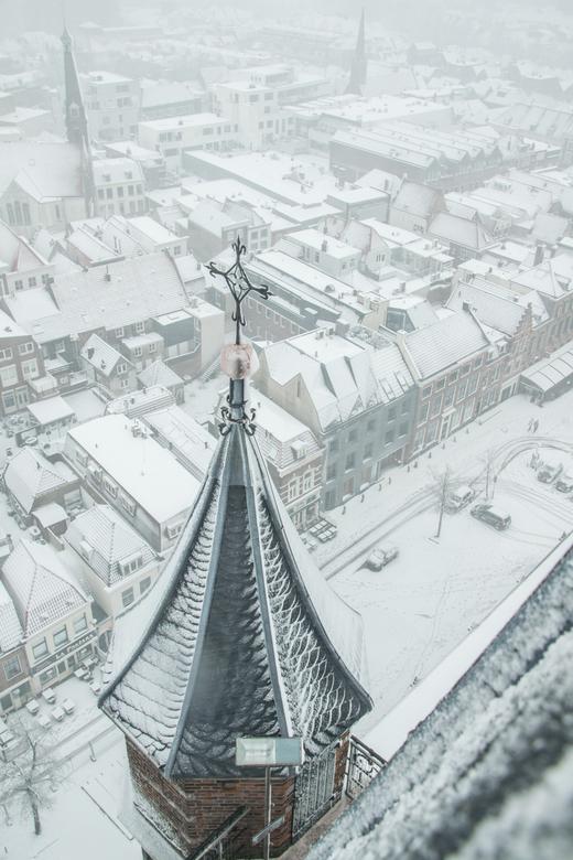 Echt heel hoog! - Vandaag mocht ik de kerktoren van de Grote Kerk in Gorinchem beklimmen. Het was koud, guur, er stond een harde wind, we moesten meer