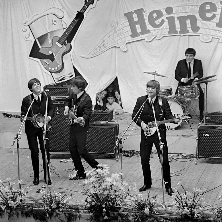 She loves you - Juni 1964 The Beatles treden op in de veilinghallen van Blokker.<br /> Een nieuw tijdperk in de popgeschiedenis.<br /> Fotograaf; Ha