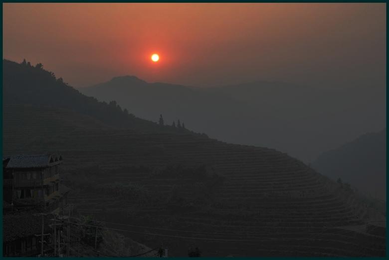 Magisch - In Ping'an (China)is niet alleen de zonsondergang magisch, zéker ook de zonsopkomst. In de omgeving kun je prachtig wandelen door het g