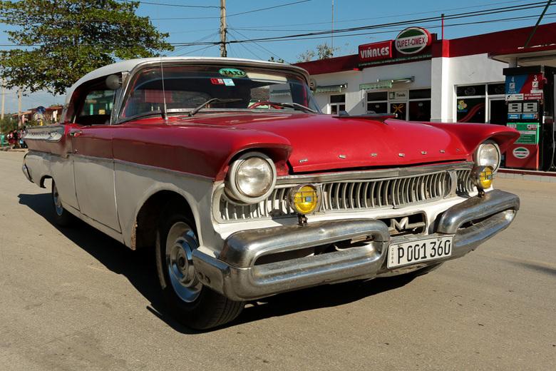 Classic Cuban car in Vinales - Classic Cabriolet Car,Mercury, in Vinales Cuba. De auto rijd nog rond als taxi.