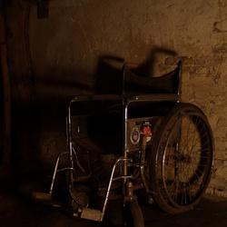 Stokoude rolstoel