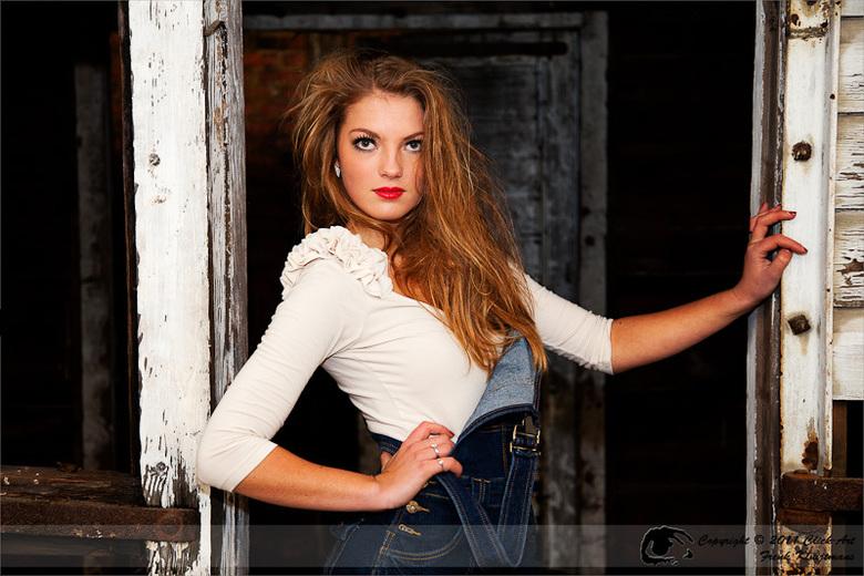 Yvette 1 - Fotoshoot Montzen Gare België<br /> Model: Yvette Nesselaar<br /> Visagie: Sandra Trincas<br /> Fotografie: Click-Art Fotografie - Frenk