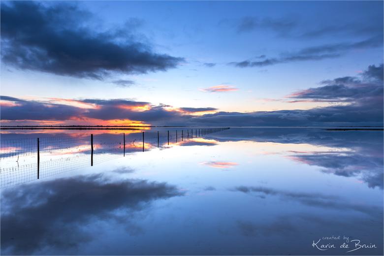 Mirror, mirror .. - Een windstille zonsondergang bij de Slikken van Flakkee.