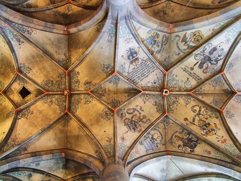 Müstair /Unesco Werelderfgoed - in Müstair, in de buurt van het drielandenpunt Italie-Zwitserland-Oostenrijk, op Zwitsers grondgebied staat een kerk b