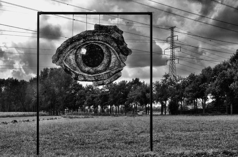 """oog voor het landschap - Het kunstwerk """"Blue Eye"""" is van Sofie Ryder."""