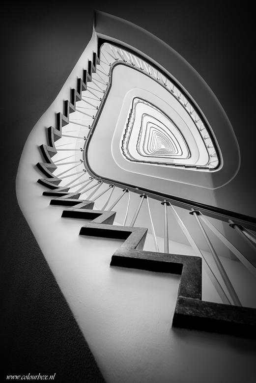 Scherpe randjes  - Vorige week deze geweldig mooie wenteltrap mogen fotograferen... En dit is nu al een van mijn favoriete trappen shots ooit!