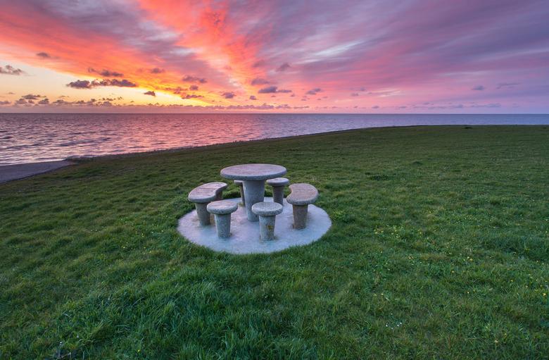 zonsopkomst aan de waddenzee bij texel - prachtige zonsopkomst aan de waddenzee bij texel, puur genieten alleen deze momenten zijn vaak maar kort ze z