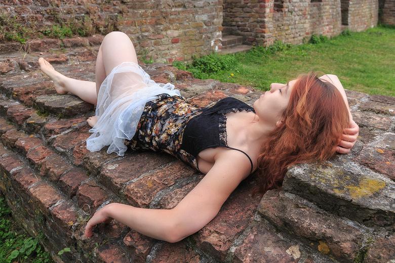 Betiana als Sleeping Beauty - model Betiana als Sleeping Beauty