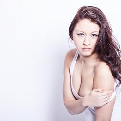 Kelly Naomi VI