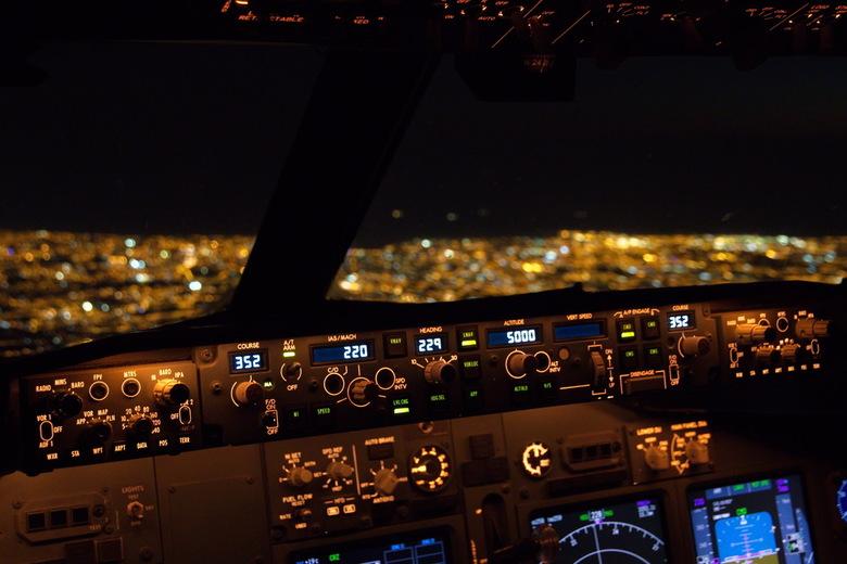 Nightflight - In de daling op weg naar Porto, in het noorden van Portugal.