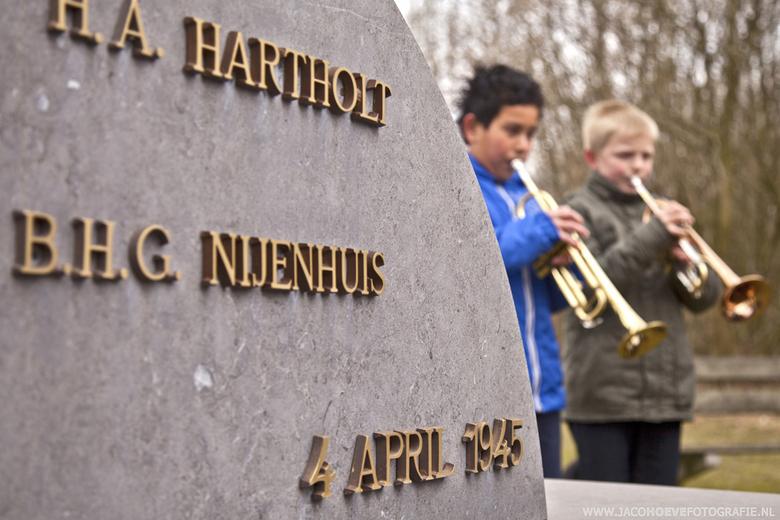 4 april 1945 - Oorlogsmonument aan de Zuidweg in Staphorst - De vijf verzetsmensen werden op 4 april 1945 vanuit de SD-gevangenis in Meppel naar de Zu