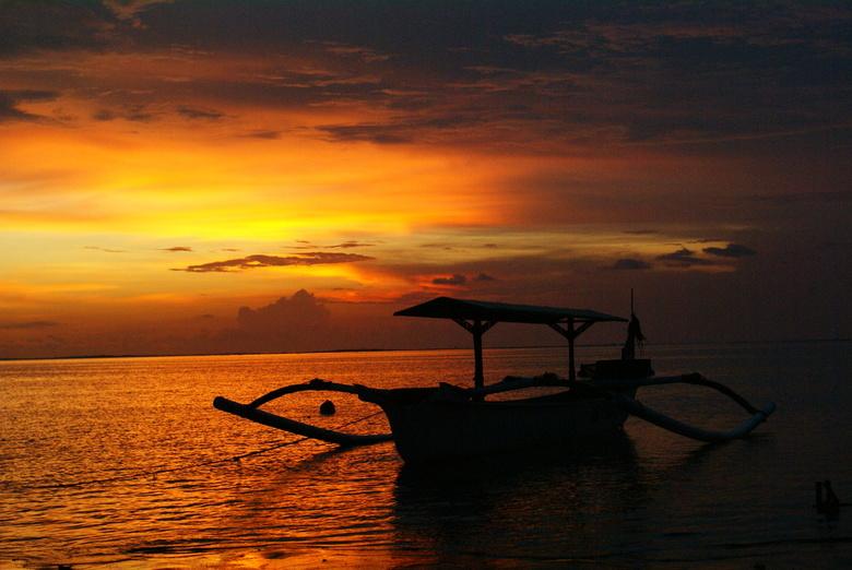 kan het nog mooier die ondergaande zon - Op het mooie Bali ,heerlijke temperatuur,mooie ondergaande zon