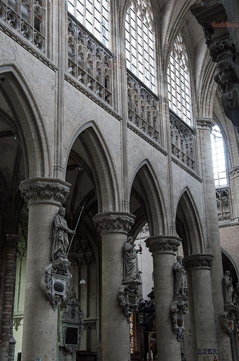 middenscip opstand 8710281402Rmw - gotiek vd St Gummarus<br /> Triforium met mooi maaswerk