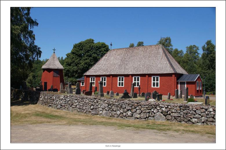 Nosslinge Kerk - Tijdens onze zwerftocht door Scandinavië kwamen we in Nosslinge in de provincie Skallinge deze houten kerk tegen.De Nösslingerkerk we