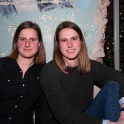Eeneiige tweeling Bernardien en Marieke 1