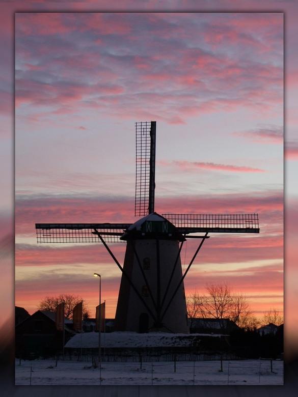 St.Huibrechts-Lille - Het hoeven niet altijd Nederlandse molens te zijn.<br /> Dit is er eentje uit St.Huibrechts Lille, Noord Limburg (zowat 30km te