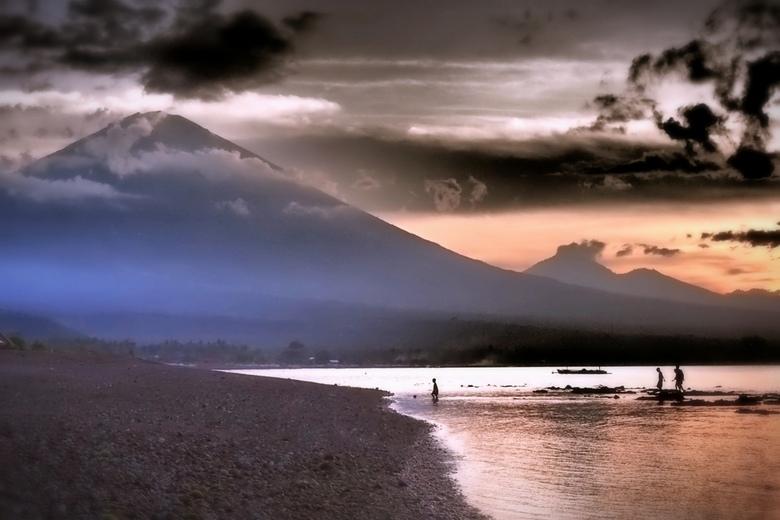 Zonsondergang bij de vulkaan - Zonsondergang bij de vulkaan, Balie