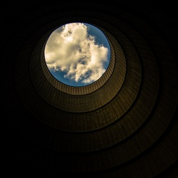 Kerncentrale koeltoren inside