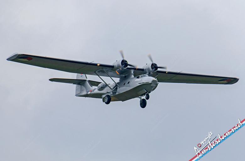 PBY Catalina - De Consolidated PBY Catalina (NAVO-codenaam: Mop), kortweg Catalina genoemd, was een door het Amerikaanse bedrijf Consolidated Aircraft