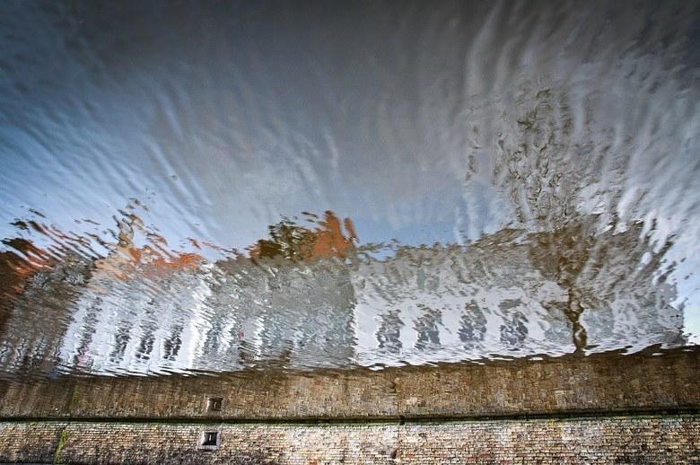 Submarine - Door middel van reflektie wou ik de wereld eens totaal anders laten zien, zelfs op z'n kop als het moet.