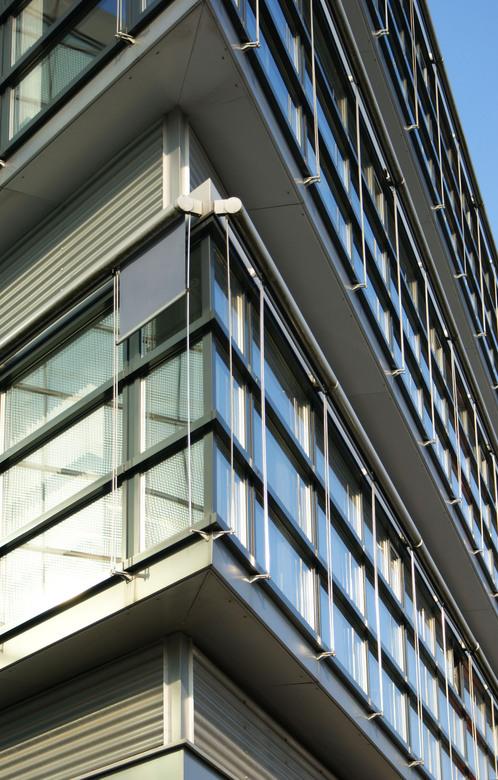 ramen - Overal ramen, kabels en zonwering. Eerste testfoto van dit gebouw.