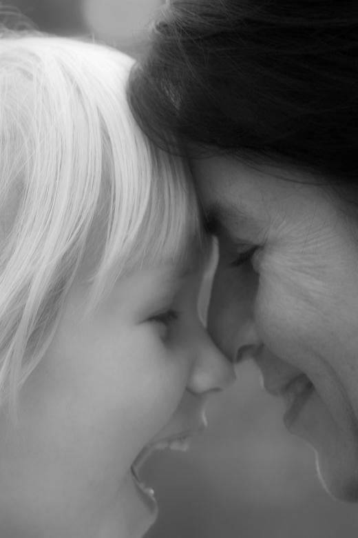 Liefdevol Contact - Annick met haar tante Linda, het contrast is prachtig maar de liefde voor elkaar spat er van af. Tante Linda was ook de eerste die