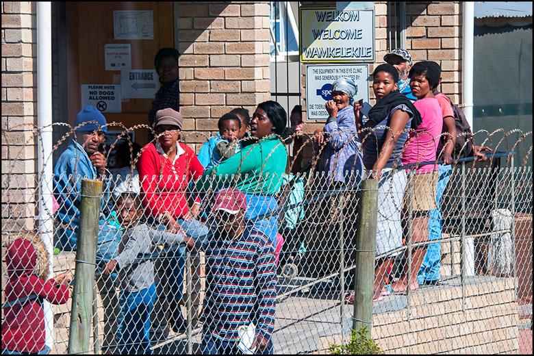 South-Africa 110 - Wanneer de basisbehoefte van mensen niet goed verdeeld is, zal er vanzelf heel wat criminaliteit ontstaan. En daar werden wij overa