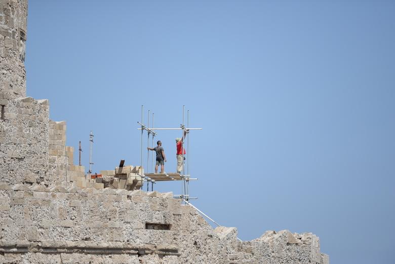 Niet te veel bewegen - Gespot in Rhodos, een opbouw van een steiger,op een spannende manier