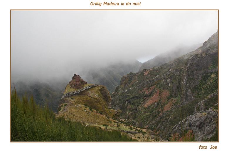 Madeira 3 - Het eiland Madeira is hemelsbreed slechts 65 km lang en zo'n 20 km breed. Toch is er een ontzettende tegenstelling. De kusten met hun