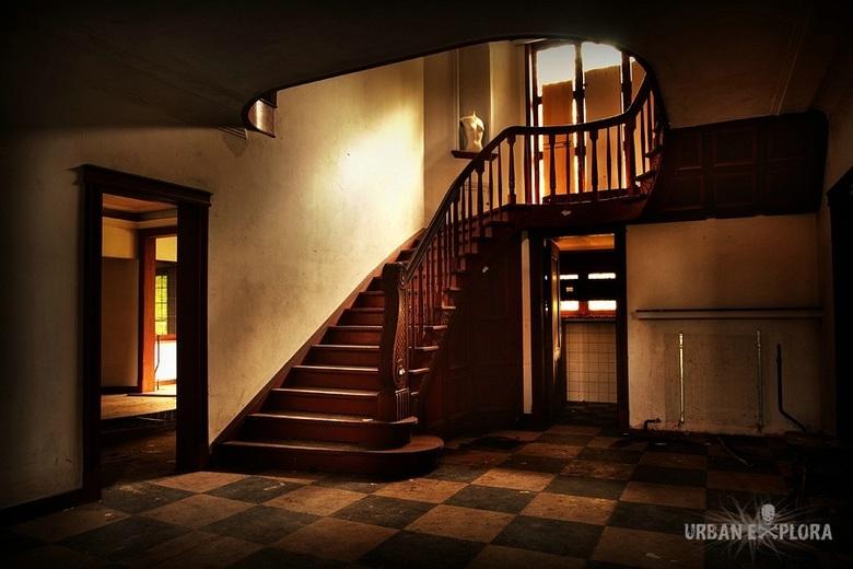 Trap verlaten villa