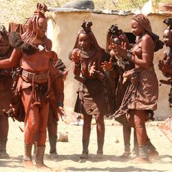 Dansende Himba vrouwen