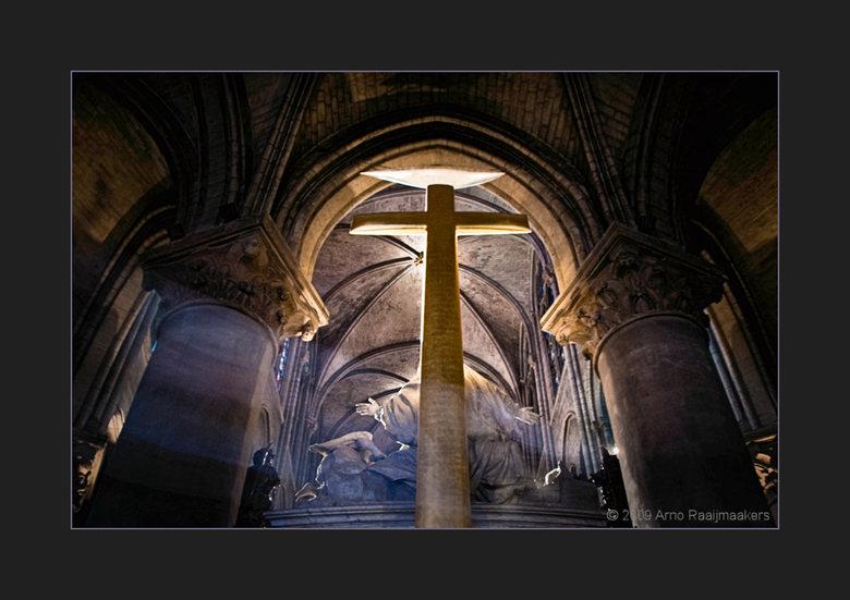 Parijs N Dame 06 - De Notre Dame mag je natuurlijk niet overslaan als je in Parijs bent...<br /> <br /> Hier lijkt het een beetje of de geest (Quasi