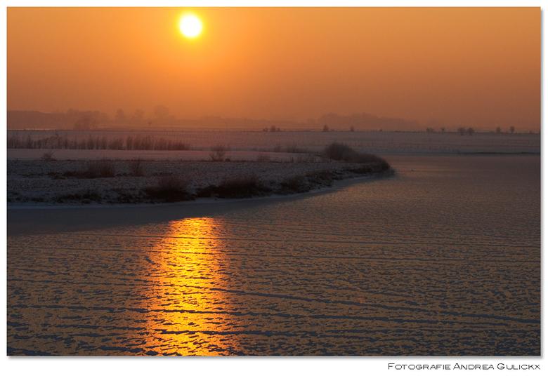 Zonsopkomst Dodewaard - Na een zonsondergang nog een zonsopgang die vorig jaar gemaakt is bij dodewaard.Beide blijven zo mooi om mee te maken. <br />