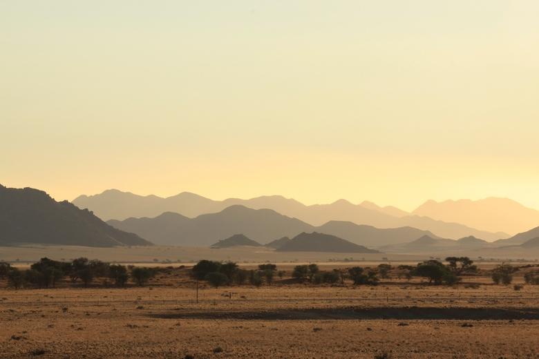 Mountain sunset - Een ondergaande in de bergen van Namibië met prachtige kleuren.