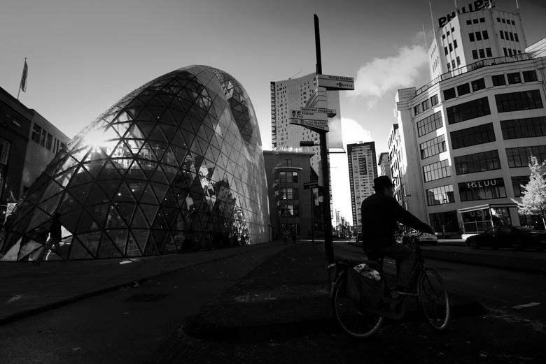 """Eindhoven in High Contrast - Een tweede opname n.a.v. de opdracht """"Eindhoven Anders"""". Bekende punten als de Blob, de Lichttoren, Admirant, W"""