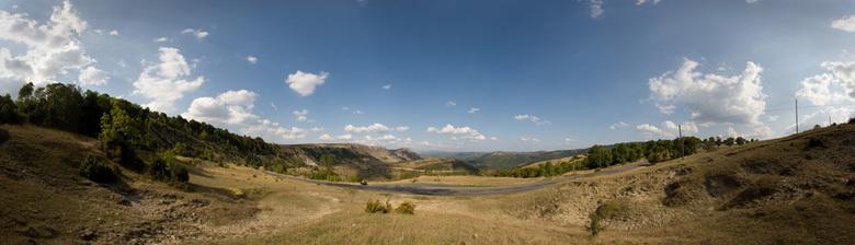 Cevenne 1 - Een aangezicht van de Cevenne in Frankrijk.<br /> Deze foto is op ongeveer 1000m hoogte genomen.<br /> <br /> Gecombineerd uit 6 versch