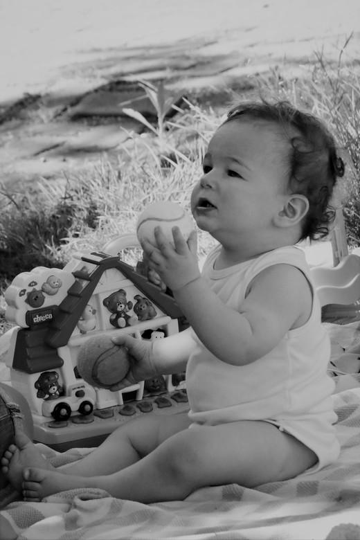 Lloyd - nostalgie met zwart wit <br /> trots op onze kleinzoon <br /> zijn te vlug groot<br /> nu van genieten <br /> 31-7-2020
