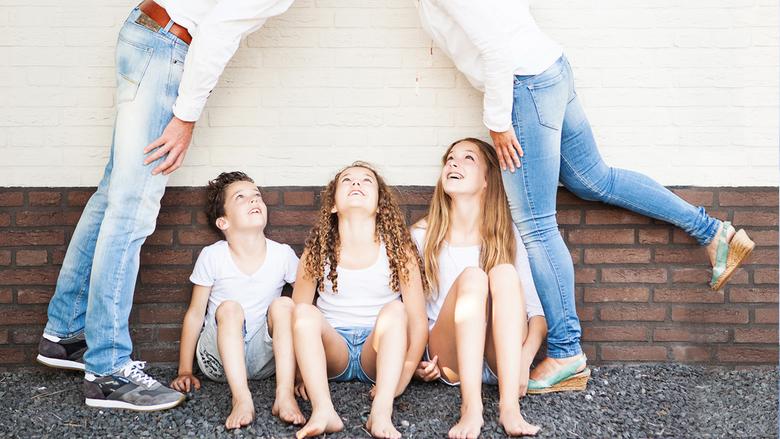 Familieshoot Brabant 2016 - Braaf op een rijtje is zo 2015.<br /> <br /> Foto&#039;s van het gezin zijn zo belangrijk...<br /> Als je kinderen late
