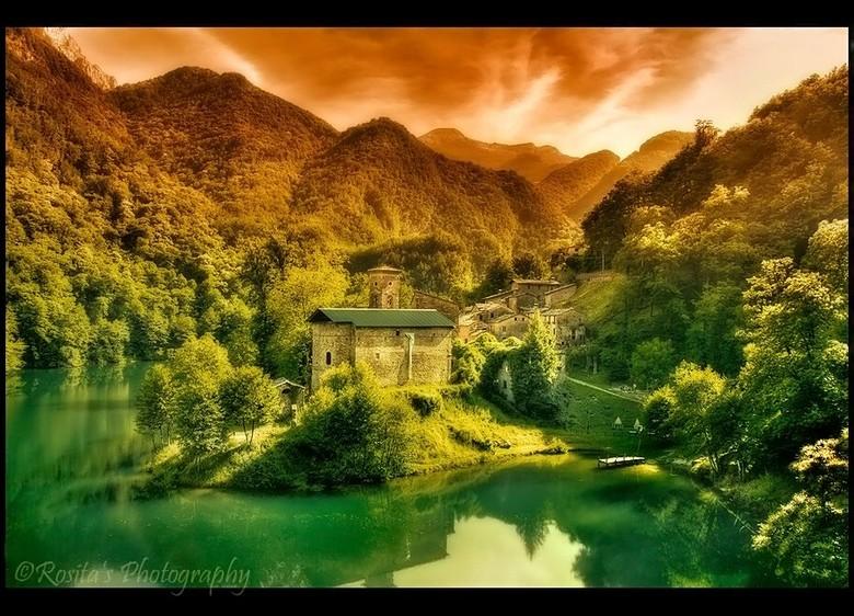 """Isola Santa - Mijn reis naar italië was heet! <img  src=""""/images/smileys/tongue.png""""/><br /> Bij het rondrijden met de auto en daar alles hetzelfde n"""