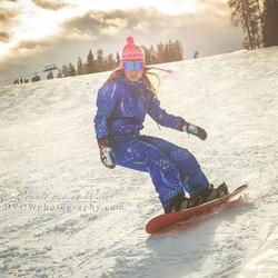 Snowboard girl in Italie