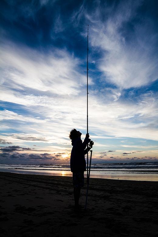 Fisherman - Een foto van mijn broertje die geconcentreerd naar zijn hengel staart om te kijken of hij beet heeft.