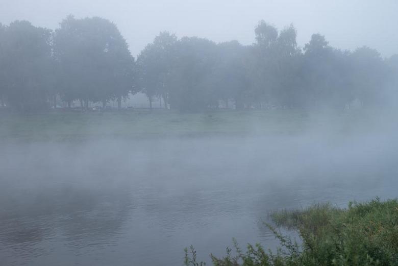 Duitsland aan de rivier de weser - 's morgens om 8 uur. Het was erg koud, zo'n drie graden.