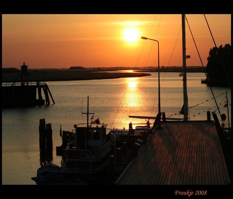 Zoutkamp - Heel erg bedankt voor de opbeurende reacties bij mijn vorige foto ,krijg de smaak weer te pakken, dit is nog een oudje van de zonsondergang