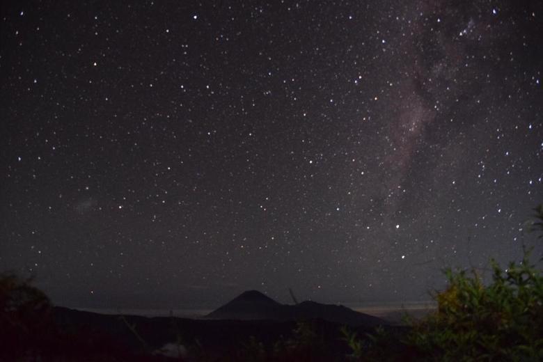 Sterrenhemel - Eigenlijk niet helemaal scherp maar was mijn eerste poging, dit was bij de Promo vulkaan in Indonesie