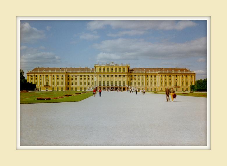 Schonnbrunn van Sissi - Schonnbrunn het zomerpaleis van Sissi en Franz-Jozef.<br /> Iedereen heeft er wel eens van gehoord.<br /> <br /> Ik denk da