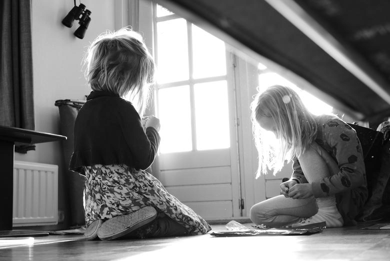 Als kinderen spelen - Munnekeburen - Zijn ze in hun eigen wereld...<br /> <br /> Genomen in &quot;Munnekeburen&quot; Friesland, tijdens een weekendj