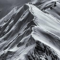 Leading lines in de besneeuwde Alpen