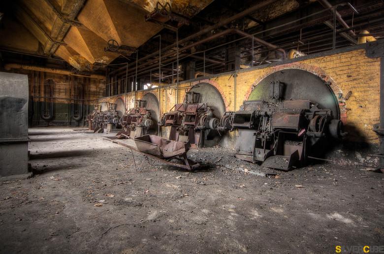 Time to Work - Deze plaat heb ik geschoten in een oud vervallen fabriek in duitsland, eigenlijk was dit de enige echte mooi foto, die te maken was hie